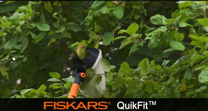 Fiskars-QuikFit-Fruit-Picker-136950.jpg